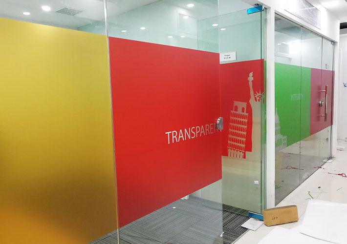 办公室玻璃隔断贴膜 玻璃贴写真制作 长沙透明膜 磨砂玻璃贴